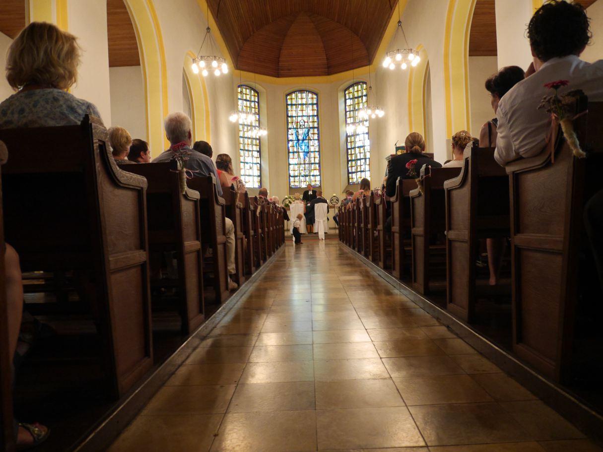 kirchliche trauung sommerhochzeit hochzeitsfotograf fotograf hochzeit düsseldorf